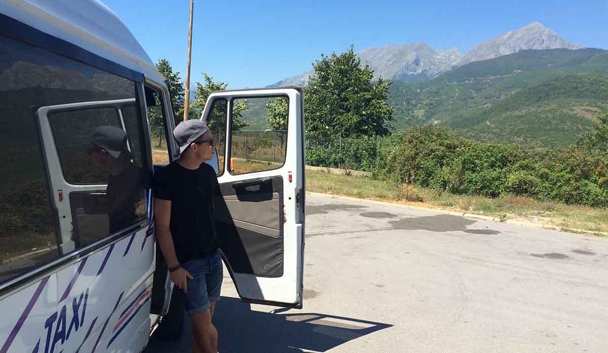 Busfahrt mit dem Albanien Podcast