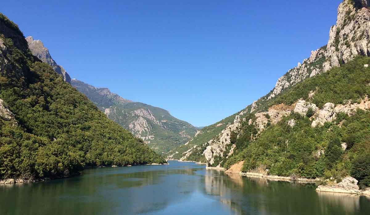Fjord im Albanien Podcast