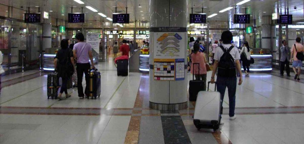 Asianten am Flughafen sind der Tipp Tricks für die Reise