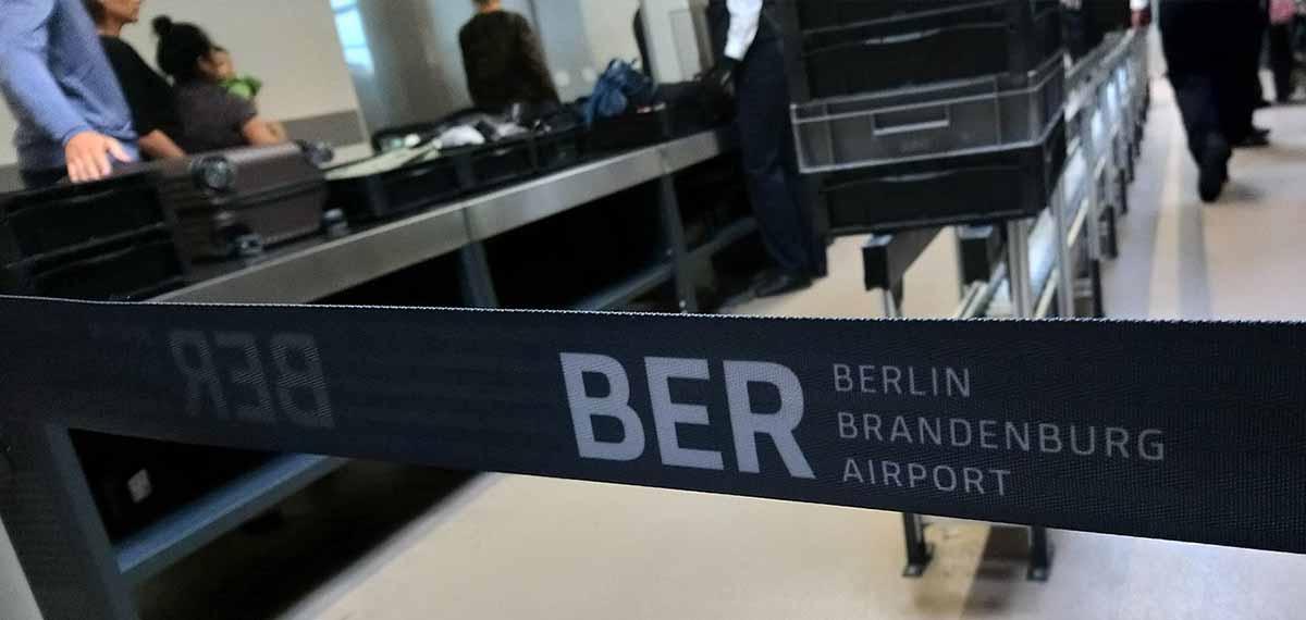 Sicherheitskontrolle am Flughafen Berlin Reise Hacks