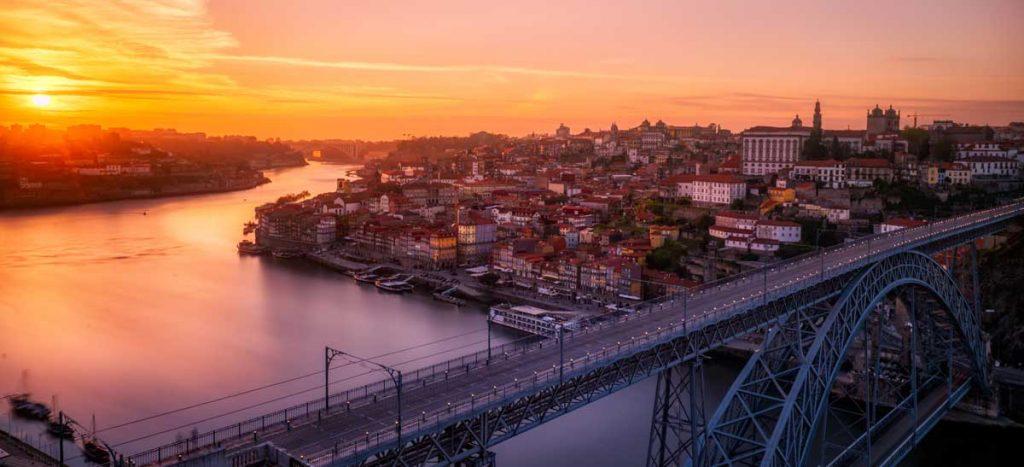Blick auf Porto und den Fluss Douro im Portugal Podcast