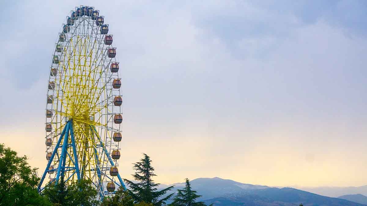 Riesenrad in Tiflis im Georgien Podcast