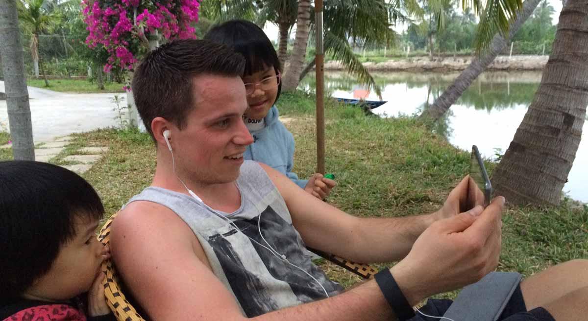 Vietnam Podcast Adrian Klie auf der Kokosnussfarm
