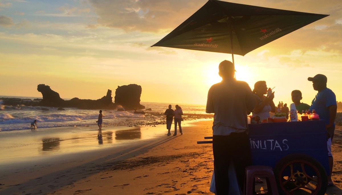 Minutas am Strand von El Tunco im El Salvador Podcast