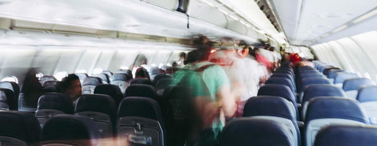 Passagiere im Flugzeug - Lifehacks