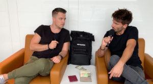 Ueber Uns - Adrian und Christoph am Flughafen