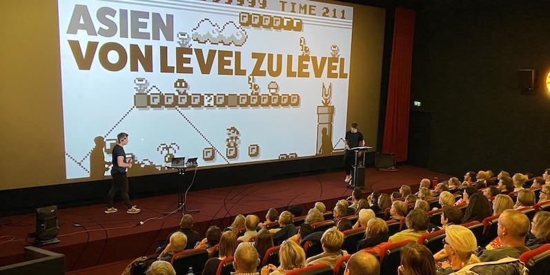 Welttournee die Reiseshow Livepodcast im Kino
