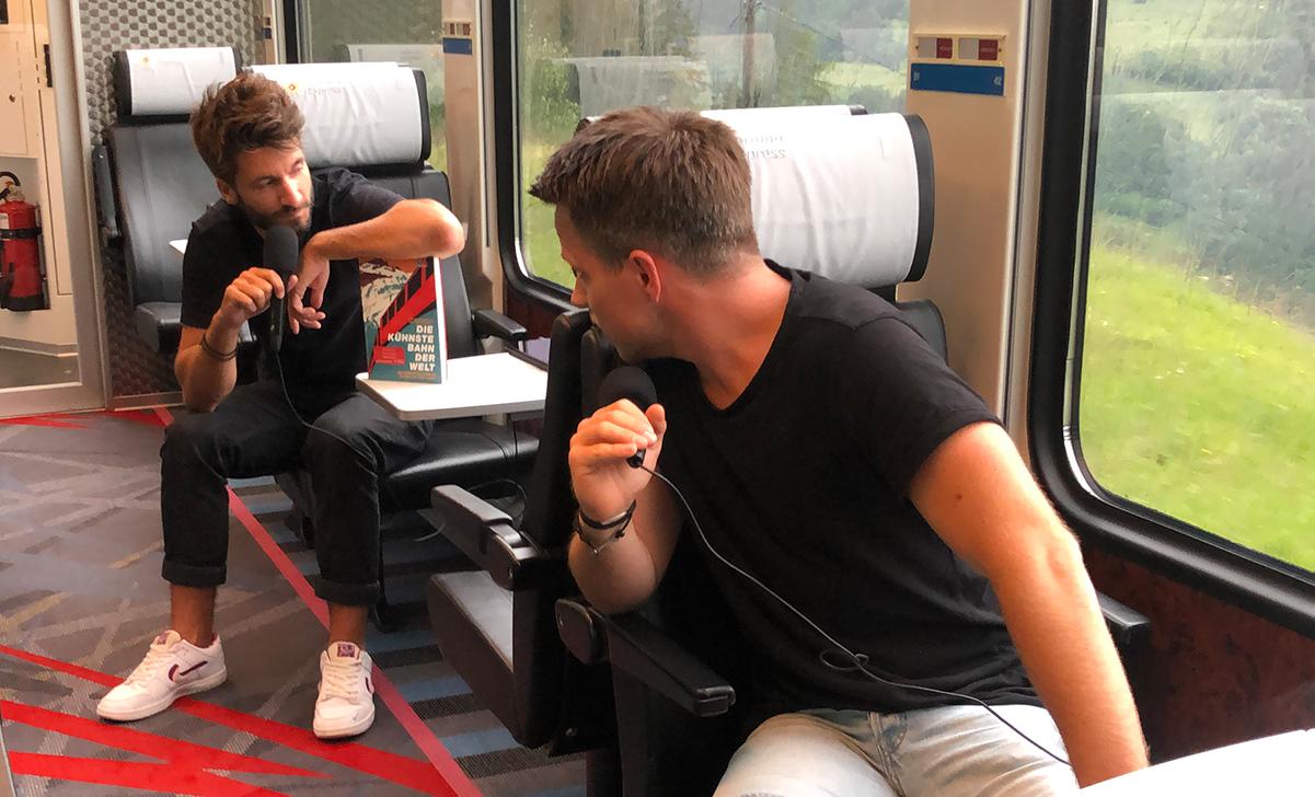 Reisepodcast im Zug in der Schweiz